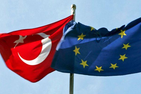 Еврокомиссар: ЕСнебудет вводить безвизовый режим сТурцией