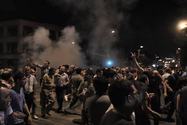 Порядка 30 человек задержаны вЕреване врайоне схваченного полицейского полка