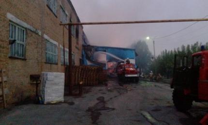 Назаводе вСвердловской области произошел пожар