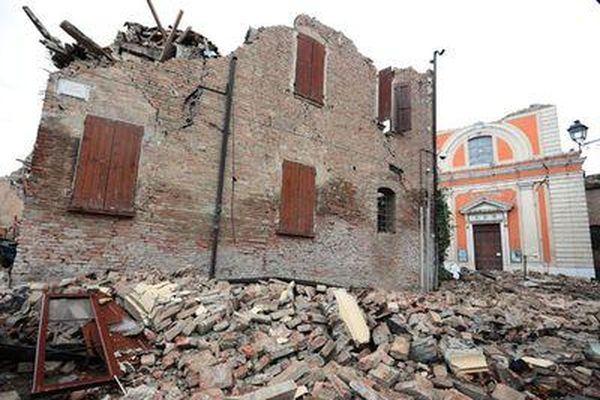В итоге землетрясения вИталии погибли шесть человек