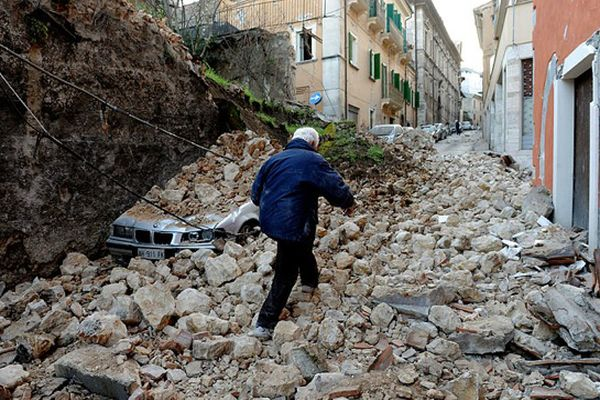 Землетрясение вИталии: уже десятки погибших