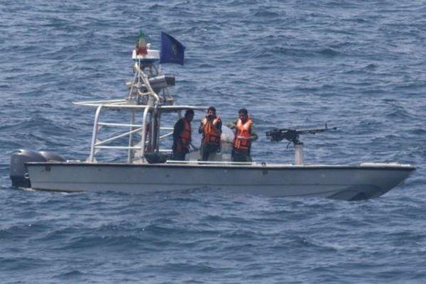 Корабль США открыл предупредительный огонь всторону иранских катеров