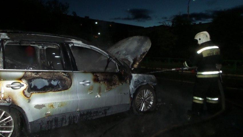 ВЕкатеринбурге сгорели две машины, припаркованные у клиники