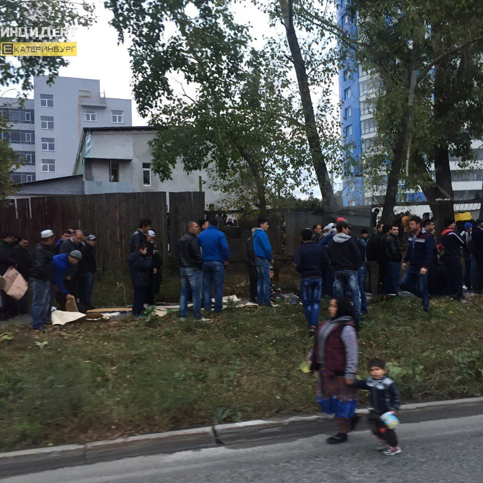 Долгожданное утро: тысячи мусульман совершили намаз в столице России