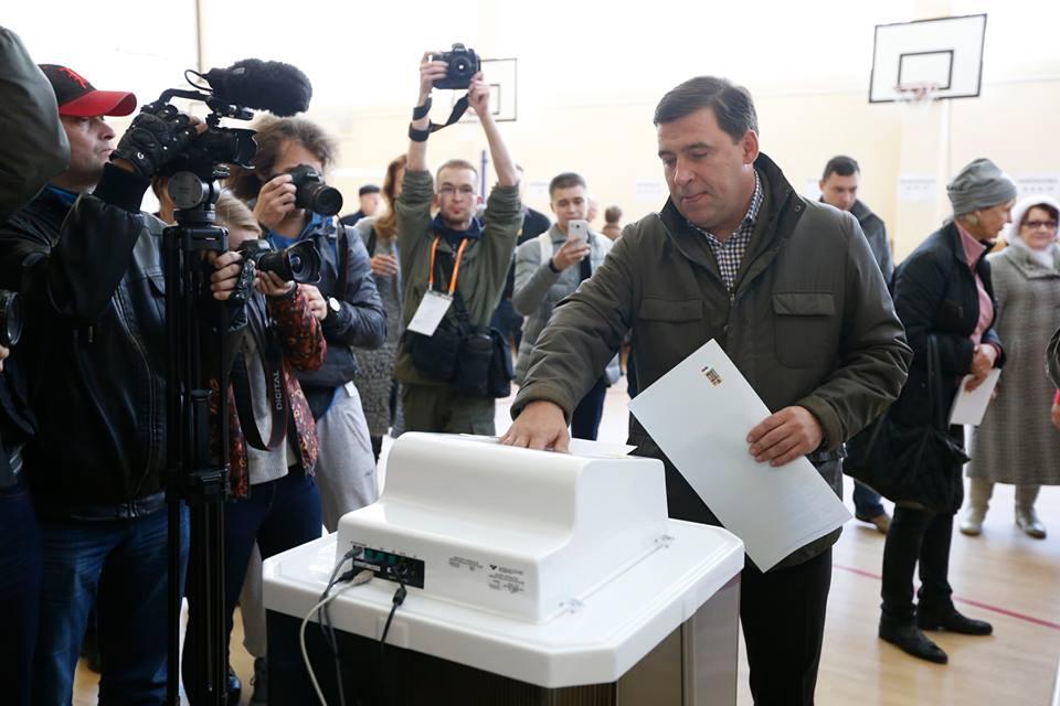 Куйвашев, Холманских, Мерзлякова: свердловские VIP-ы активно голосуют
