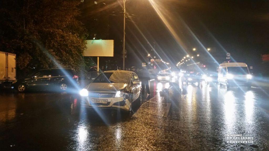 Наюго-западе Екатеринбурга «Опель» сбил пешехода