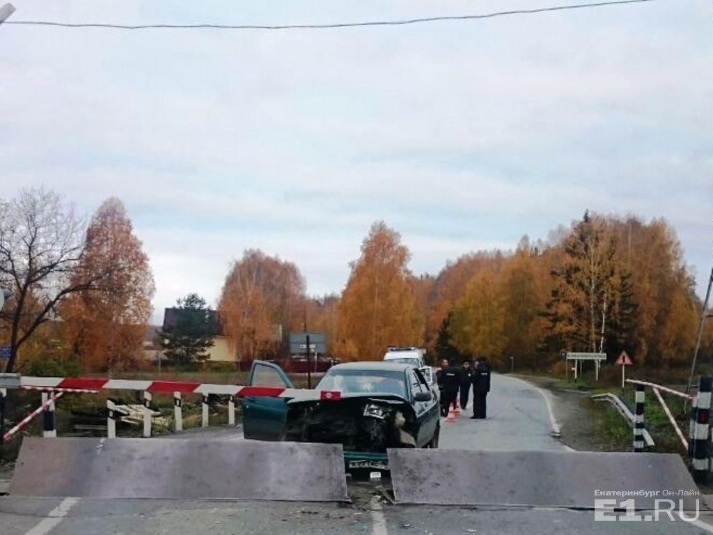 Под Екатеринбургом малолетние угонщики, уходя отэкипажа ДПС, врезались в ограждения