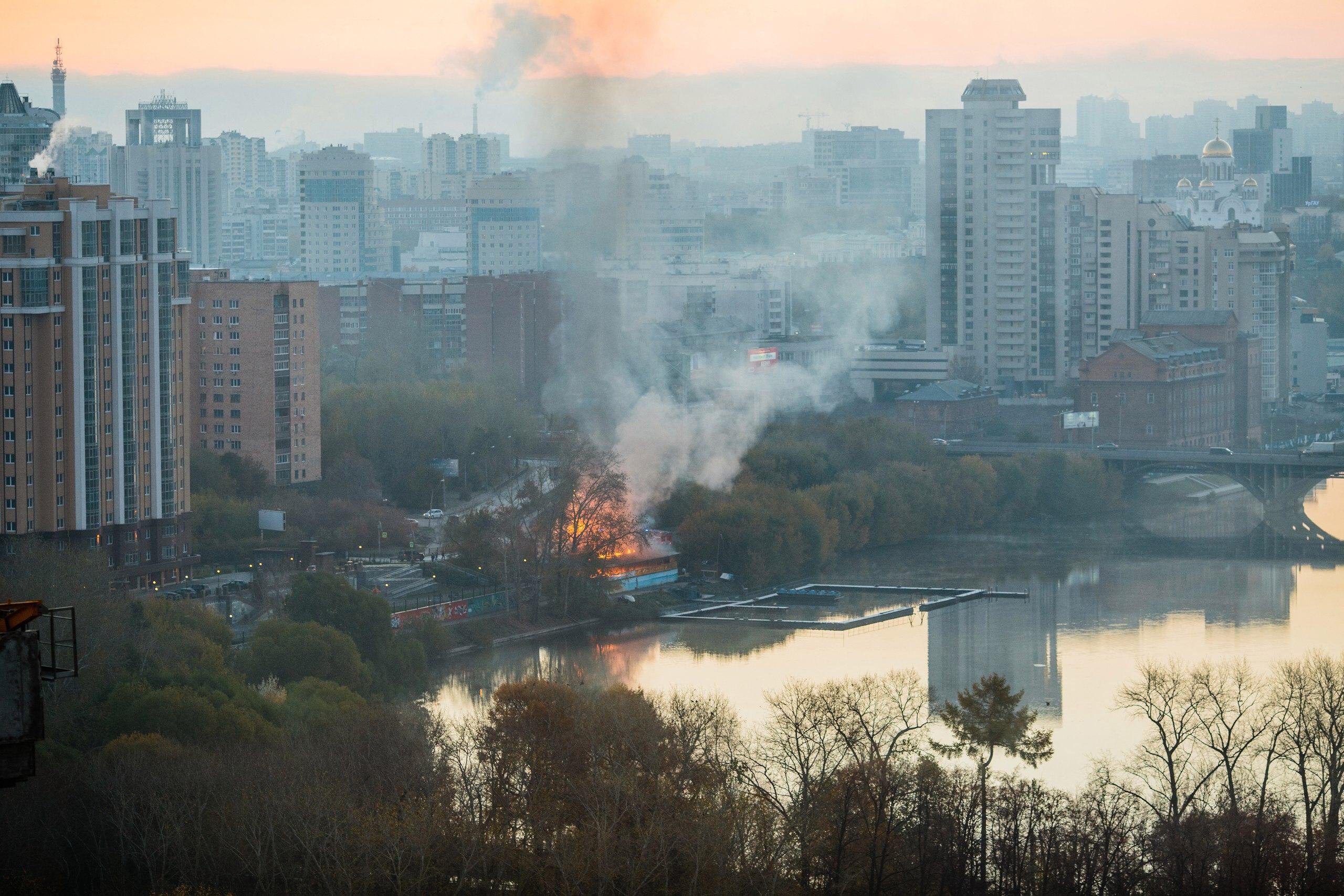 ВЕкатеринбурге сгорела лодочная станция