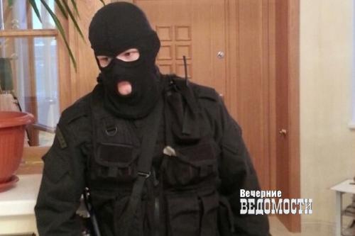 Работник ФСБ, подозреваемый вубийстве семьи, обвинил вовсем «вирус» измобильника