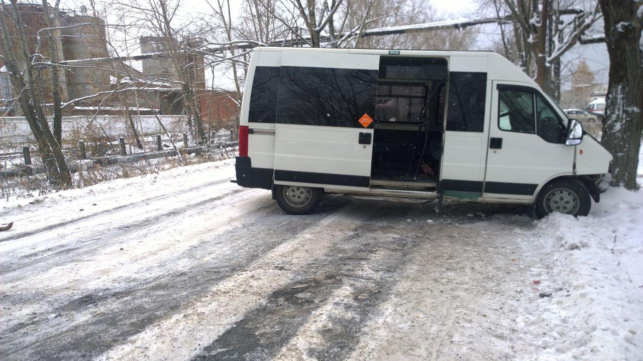 4 человека пострадали в трагедии участием маршрутки вСвердловской области