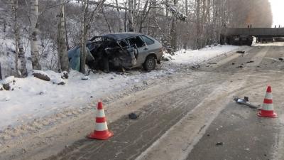 Около Екатеринбурга МАЗ смял ВАЗ-21140. умер шофёр