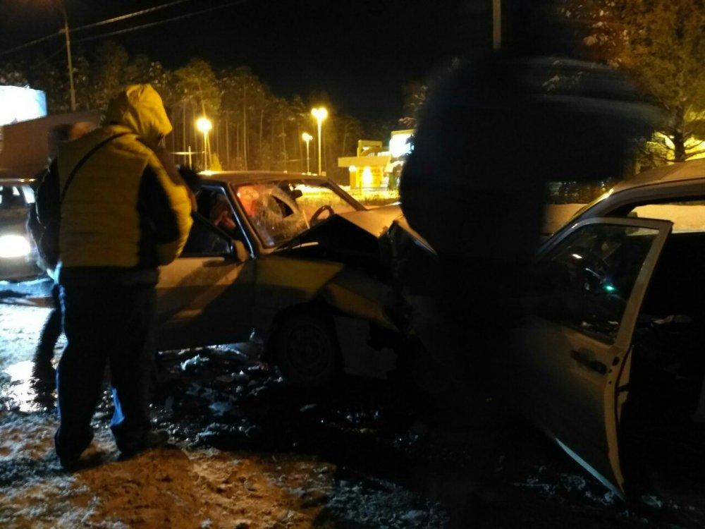 ВЕкатеринбурге наБерёзовском тракте вмассовом ДТП пострадали два человека
