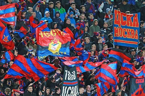 Оперативники проводят обыски уфанатов футбольного клуба ЦСКА