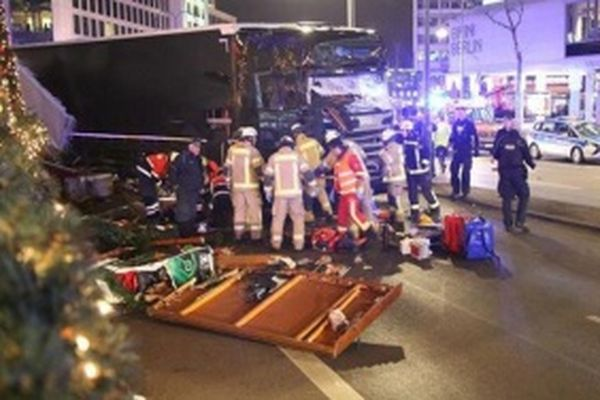 Число погибших трагедии нарождественской ярмарке вБерлине достигло 12 человек