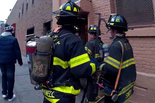 Число пострадавших впожаре вНью-Йорке достигло 21