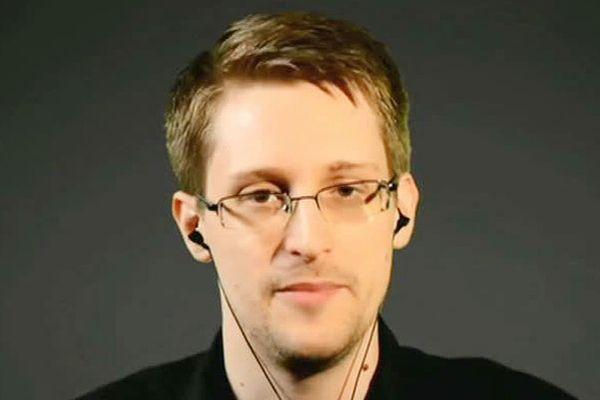 Юрист: Сноуден может получить гражданствоРФ