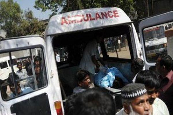 ВИндии ученический автобус столкнулся с грузовым автомобилем, погибли десятки человек