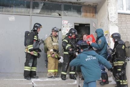 Курганские огнеборцы эвакуировали 40 человек изгорящей пятиэтажки