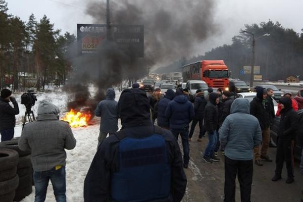 Завтра сутра активисты грозят заблокировать въезды встолицу страны Украина