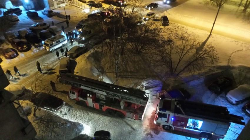 ВЕкатеринбурге бомжи устроили пожар вмногоэтажке. Сотни людей остались без света