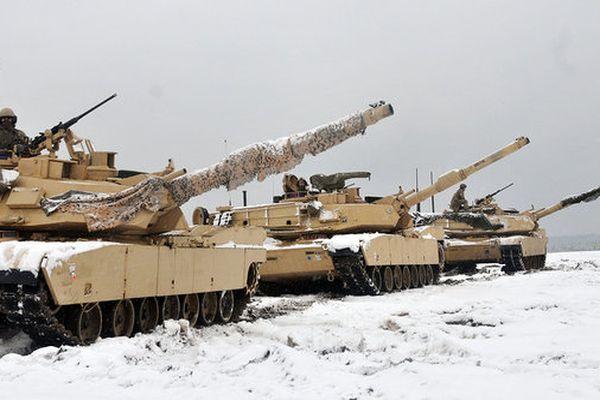 США перебрасывают танки Abrams кграницамРФ вПрибалтике
