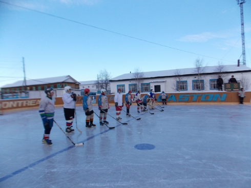 В Свердловской области заключенные сыграли в хоккей с офицерами