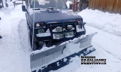 Житель Серова переделал «Ниву» в снегоуборочную машину (ФОТО)