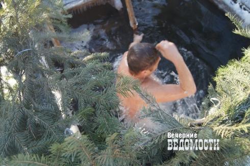 Студент из Китая принял участие в крещенских купаниях в Екатеринбурге (ФОТО)