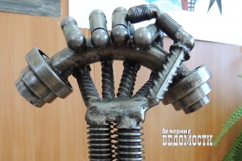Приз за победу в конкурсе получил осужденный уральской колонии за скульптуру «Рука, сжимающая болт»