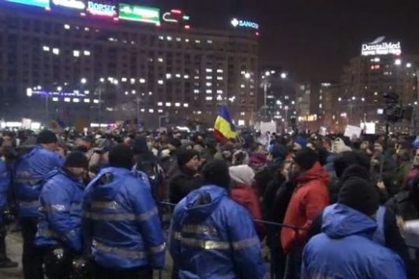 Впроцессе акции протеста перед зданием руководства вБухаресте пострадали 4 человека