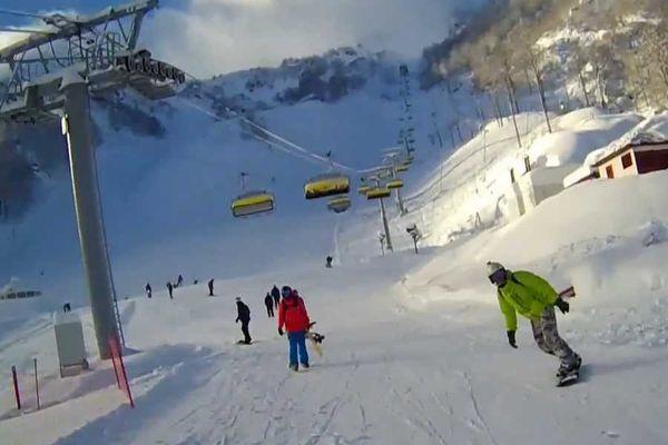 Горнолыжник погиб после столкновения со сноубордистом в горах Красной Поляны