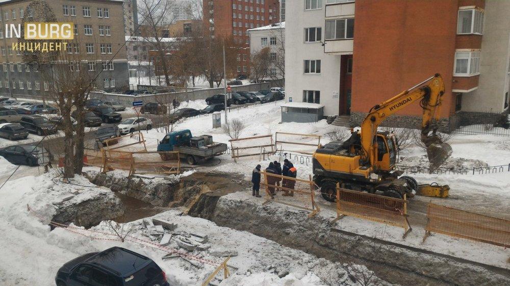 Строители повредили водовод впроцессе работ уЦентрального стадиона