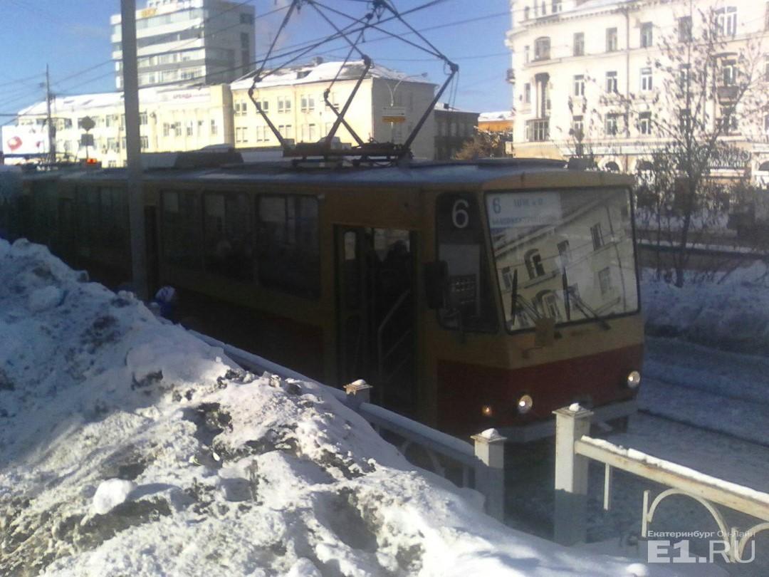Трамвай расстреляли неизвестные вЕкатеринбурге