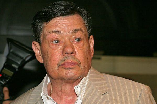 Виновницей ДТП сучастием Караченцова могут признать его супругу