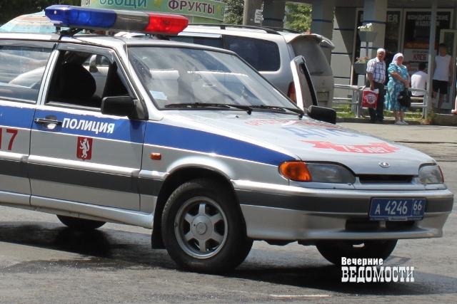 Полицейский сбил двоих человек вАсбесте