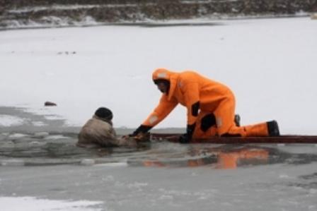 ВЕкатеринбурге чуть не потонул рыбак