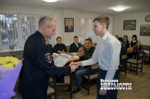 В Екатеринбурге тинейджеры скрутили негодяя, насиловавшего женщину