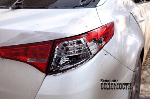 В Ирбите изуродовали автомобиль директора музея изобразительных искусств (ФОТО)