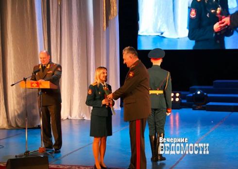 В Екатеринбурге 8 марта получили награды сестры медицинского спецназа, вернувшиеся из Сирии
