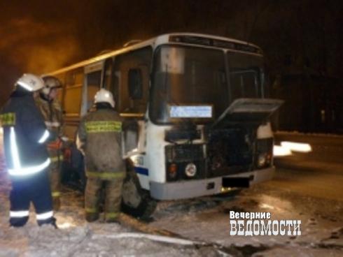 В Екатеринбурге дотла сгорел автобус