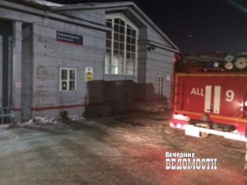 В Екатеринбурге из дырявой цистерны вылилось дизельное топливо