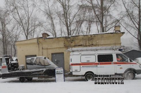 Уральские рыбаки продолжают безумствовать на тонком льду