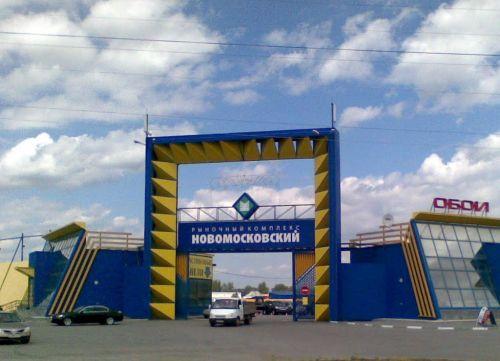 ВЕкатеринбурге из-за подозрительного автомобиля эвакуирован Новомосковский рынок