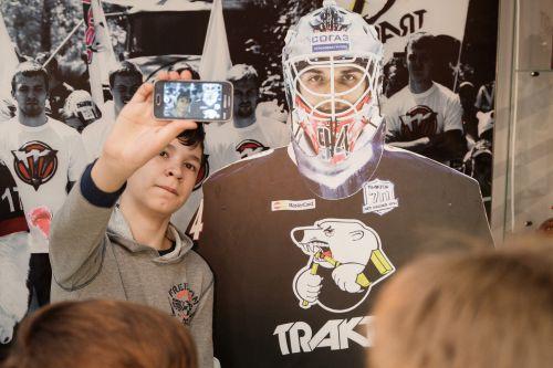 Хоккеисты «Трактора» поделились мастерством с детьми