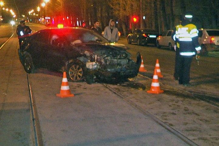 Вночном ДТП вЕкатеринбурге пострадали 4 человека