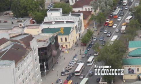 Транспортники поздравили екатеринбуржцев с первым апреля, отменив пять маршрутов