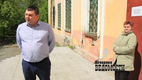 Юбилей реконструкции: в Среднеуральске 10 лет не могут отремонтировать школу (ФОТО, ВИДЕО)