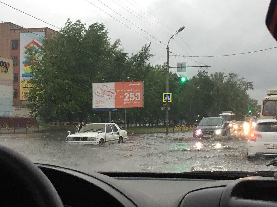 «Катастрофические последствия». Из-за урагана граждане нескольких районов Курганской области лишились электричества