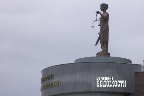 В Екатеринбурге топ-менеджера службы судебных приставов поймали на миллионной взятке