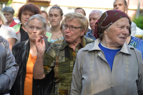 Чиновники Челябинска провели выездной прием жителей ветхоаварийного фонда